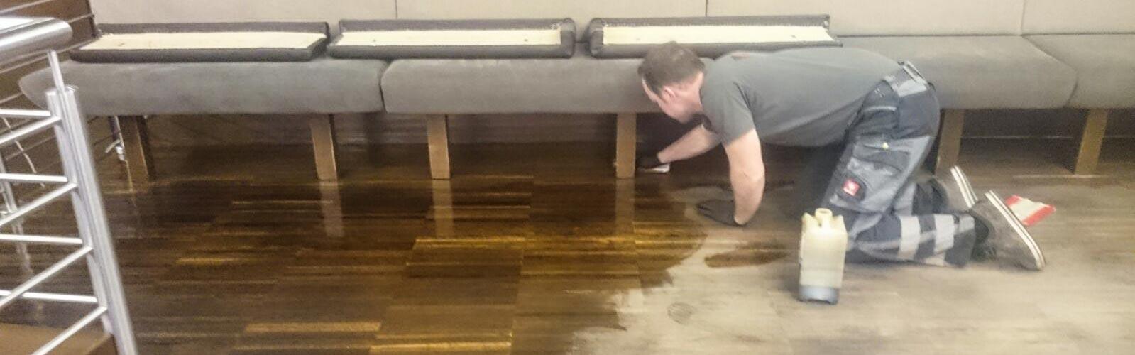 Holzboden Reinigung